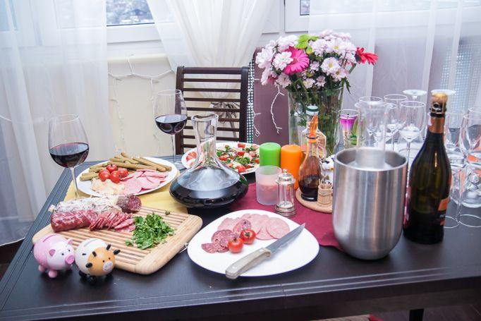 Праздничный стол Максима и Инны Юговых