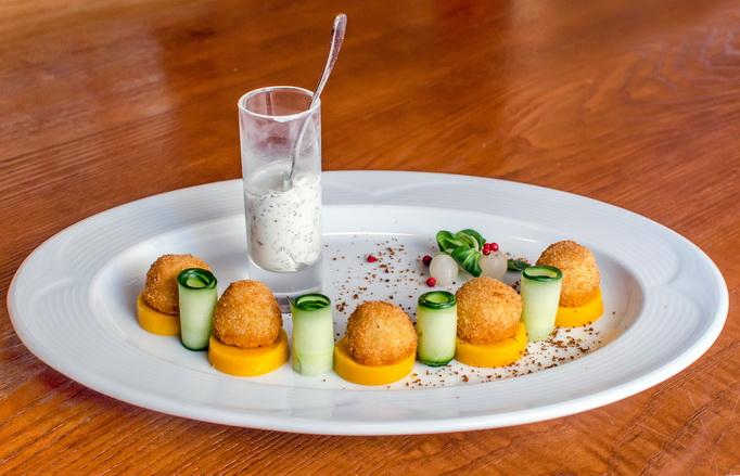 Белорусская кухня: цибрики на морковно-сливочной подушке с соусом