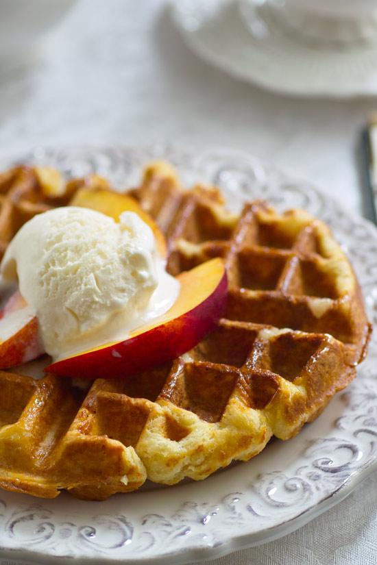 Хрустящие вафли и мягкие блины из одного теста – кулинарный рецепт