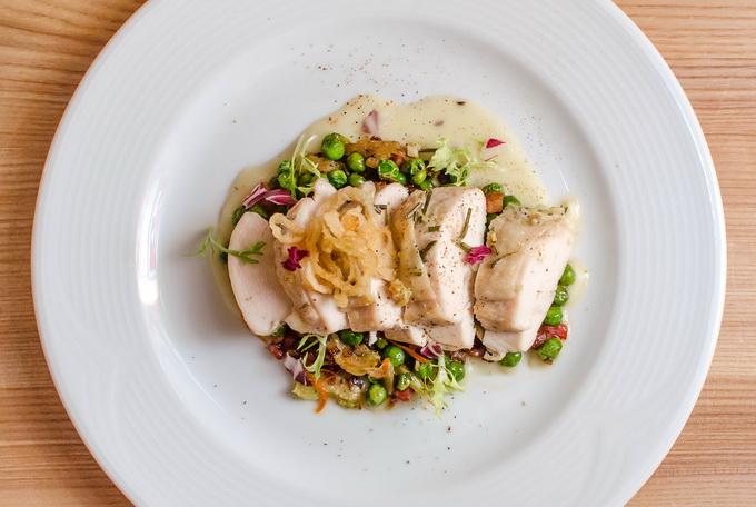 Белорусская кухня: куриная грудка с зеленым горошком