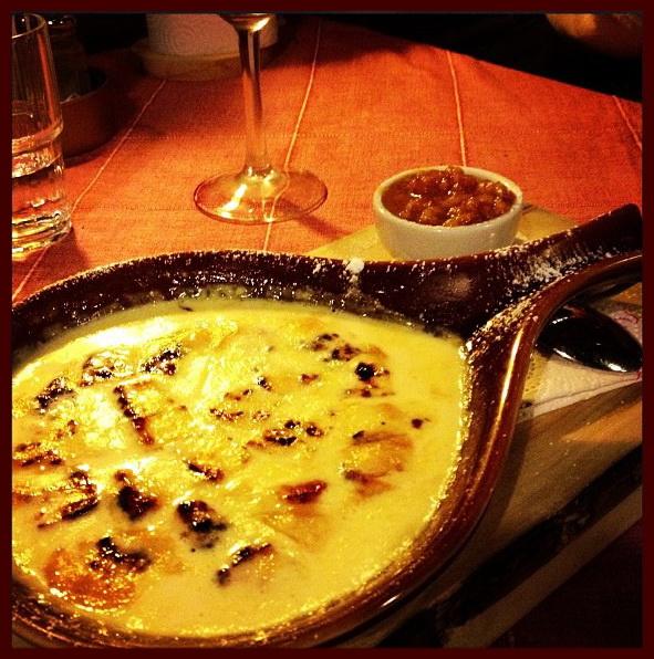 Сыр Ляйпяусто в сливках с морошковым вареньем