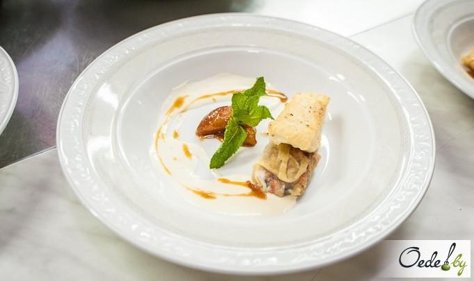 Жареное филе из Палтуса с яблочным мармеладом и соусом Бри