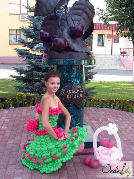 Памятник Вишне в городе Глубокое