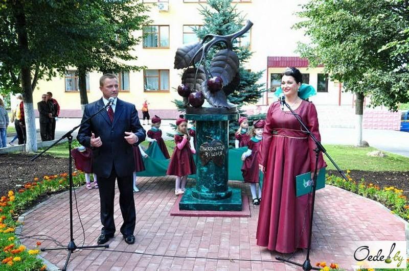 Открытие памятника вишне в Глубоком