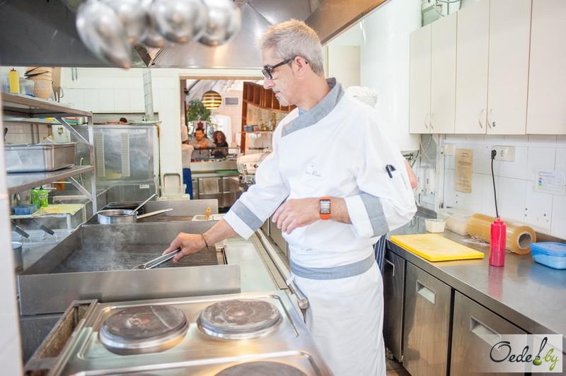 Иньяцио Роза на кухне