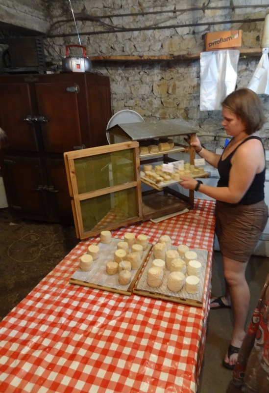изготовление сыра во Франции