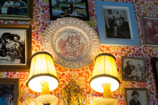 Фото мам в ресторане Амстердама