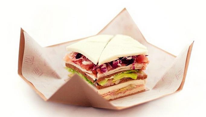 Итальянская кухня: сэндвич «Трамедзино» с тунцом