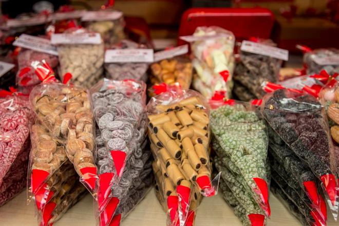 рождественские лакричные и фруктовые конфеты