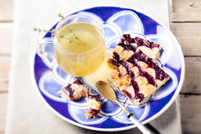 Овсяные квадратики со сгущенкой и ягодным пюре
