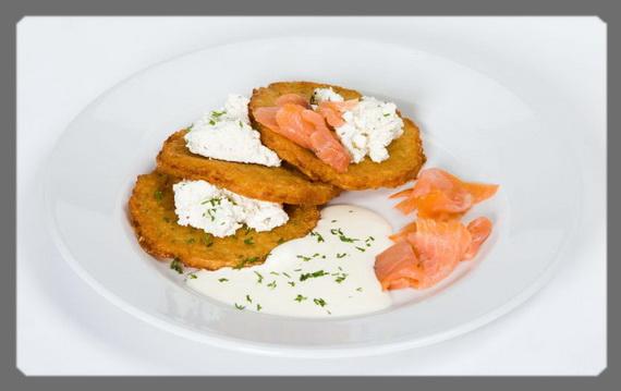 Блюда из картофеля в Латвии принято подавать с творогом и зеленью
