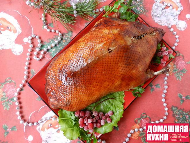 Новогодняя утка, рождественская утка, утка с яблоками, запеченная утка с яблоками