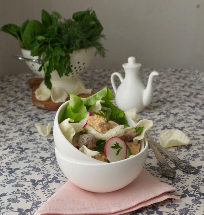 Салат с редисом и горбушей