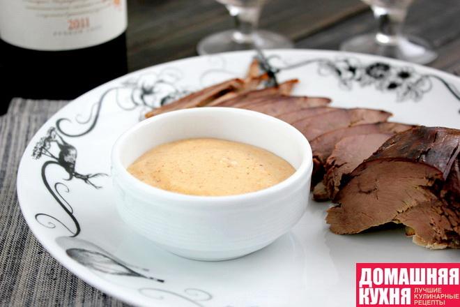 Соус сметанный с хурмой и сыром с плесенью