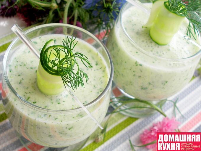Холодный суп с огурцами на основе йогурта