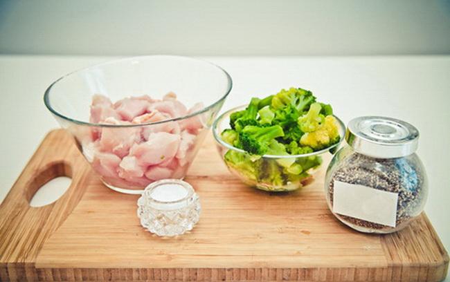 Ингредиенты для крем-супа с брокколи и куриной грудкой