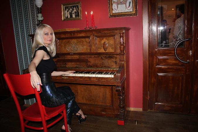 Ирина Видова за пианино
