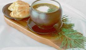 Наваристый грибной суп из боровиков с расстегаями из русской печи