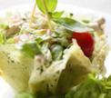 Салат «Прыгажуня» в сырной корзинке