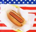 Американец в четвертый раз подряд стал чемпионом по поеданию хот-догов