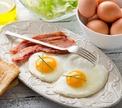 Три завидных жениха. Кто умеет готовить яичницу по-холостяцки?