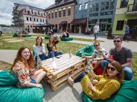 Самый масштабный обед на траве: первый фестиваль ссобойки «БОРЖОМИ GO!» прошел в Минске