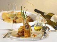 Романтический ужин в классическом стиле. В гостиной или на кухне.