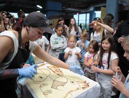 """Съедобное искусство: в музее """"Белы Полюс"""" отметили Всемирный день шоколада"""