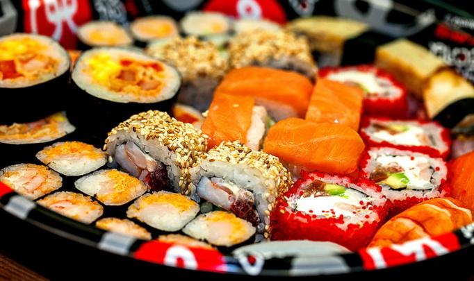 Обед в японском стиле: суши дома и в ресторане