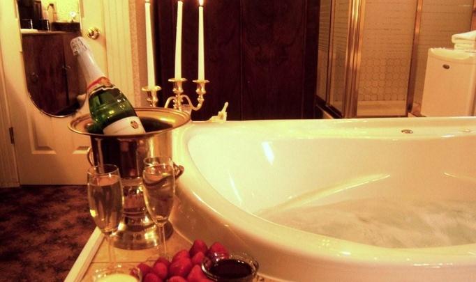Романтический ужин в ванной