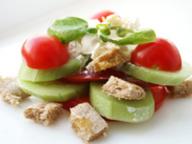 Овощной салат с хлебцами