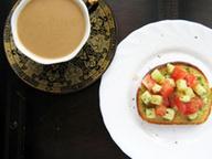 Утренние тосты с салатом