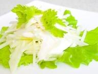 Салат из редьки и яблок со сметаной