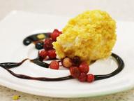 Жареное сырное мороженое с муссом Пинаколада
