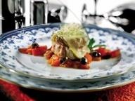 Филе свинины со свежими томатоми и копченым сыром