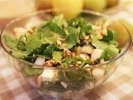 Салат с грушами и рукколой