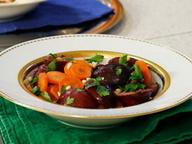 Салат из слив и моркови с кедровыми орешками