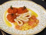 Кальмар с тартаром из манго под апельсиновым соусом и морковным гарниром