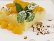 Запеканка из манки с фруктами и миндалем