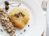Филе куриное в сыре с грибным соусом