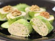 Рулетики из сыра в листьях салата