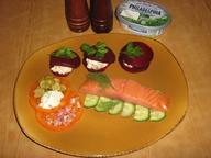 Копченый лосось с овощными равиоли.