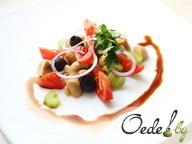 Салат из маринованых шампиньонов с помидорами и маслинами