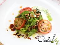 Салат с морскими гребешками,томатом и моцареллой