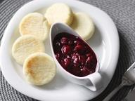 Сырники с вишневым соусом – кулинарный рецепт