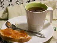 Чай из пакетика и батон с вареньем