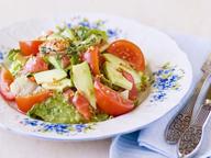 Салат из овощей и форели