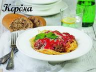 Паста с томатным соусом и мясными шариками