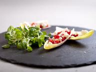 Цикорий с салатом из запеченного перца овечьего сыра