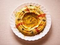 Гороховый хумус с чесноком и петрушкой